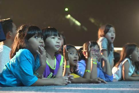 :Favorite Indo photos:kids close up on stage.JPG